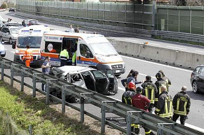"""Tragedia a Salerno, giovane universitaria muore trascinata da un bus. Il Rettore Tommasetti: """"Grave lutto per l'Ateneo"""""""
