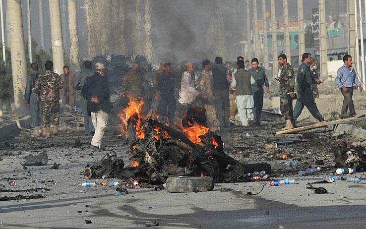 Kabul, kamikaze talebano contro un'auto diplomatica della Gran Bretagna: cinque morti e 34 feriti