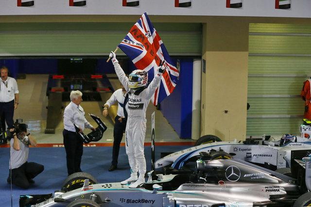 Formula 1, Hamilton è il nuovo campione del mondo. Il suo rivale Rosberg fermato da un guasto tecnico
