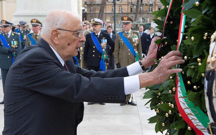 """Giornata delle Forze Armate, Napolitano: """"Nuove forme di estremismo rischiano di investire Europa e Italia"""""""
