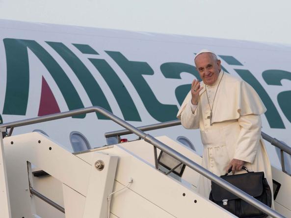 """Papa Francesco a Strasburgo: """"Spero che non sia troppo faticoso: poco tempo, troppe cose, ma nel rientro potremo parlare un pò"""""""