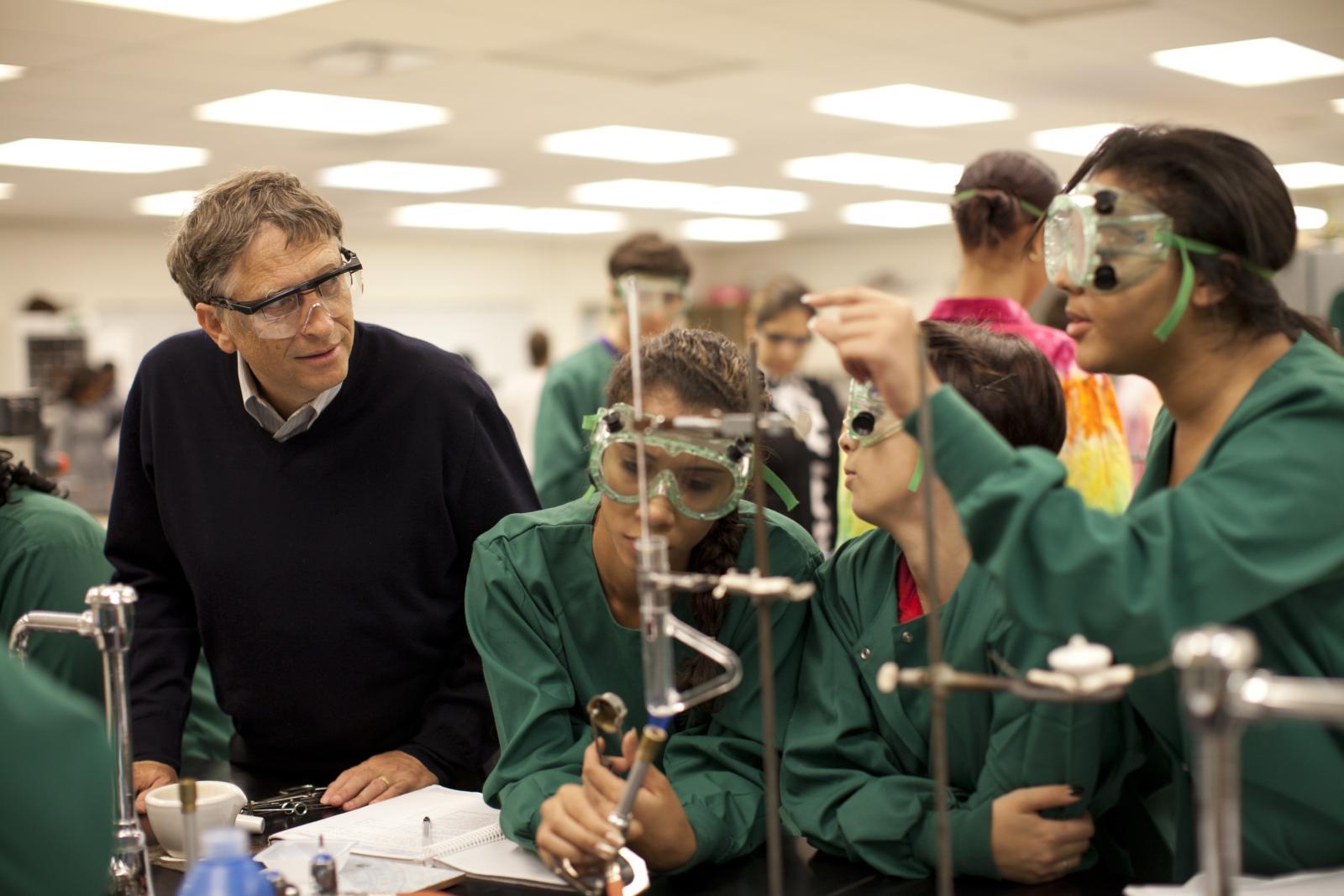 Lotta all'ebola, Bill Gates dona 5,7 mln di dollari per studi e ricerche sul 'siero dei guariti'