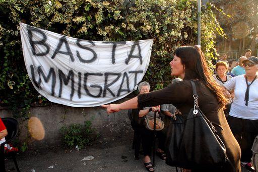Tor Sapienza, trasferiti gli immigrati dal centro di accoglienza dopo le proteste dei residenti