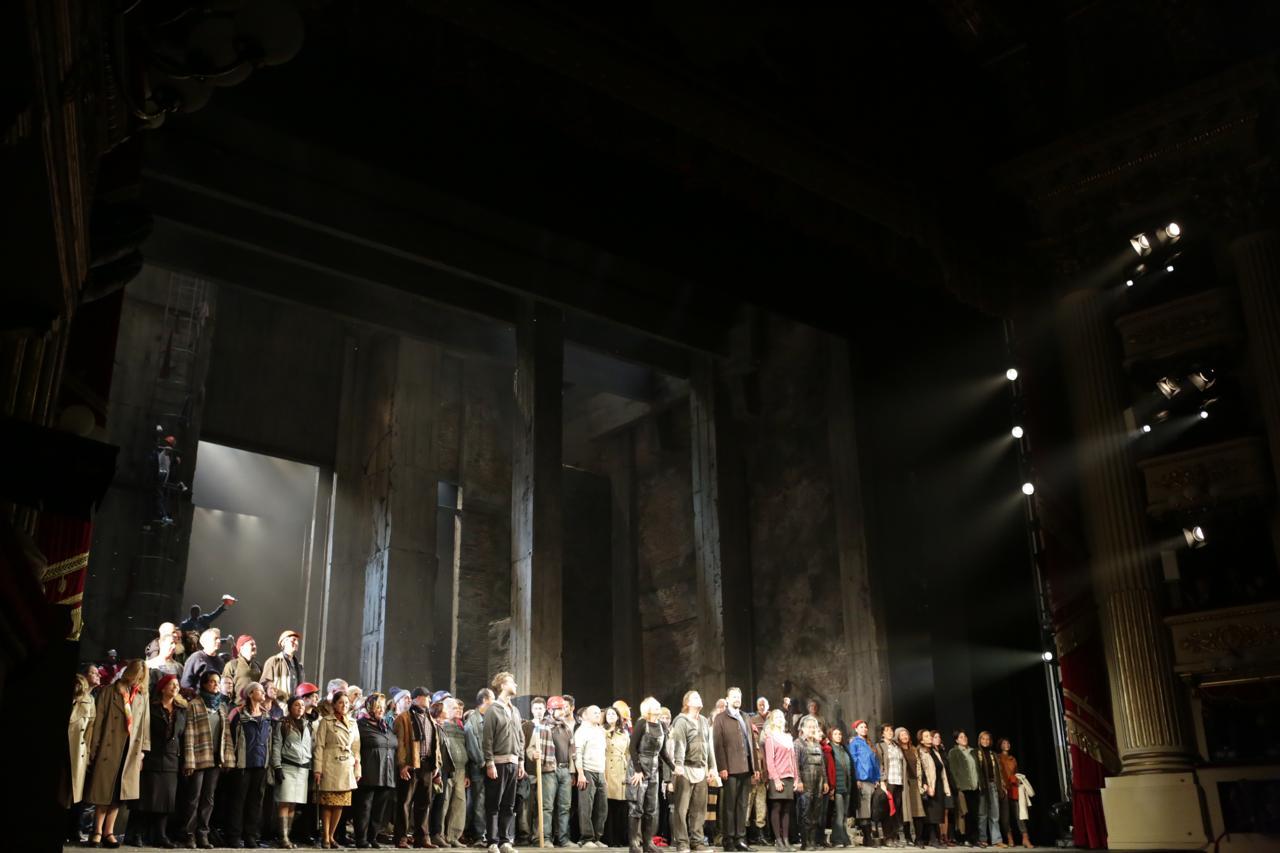 Prima alla Scala, dodici minuti di applausi al Fidelio 'operaio'. Grande ovazione per il direttore Barenboim nella sua serata di addio