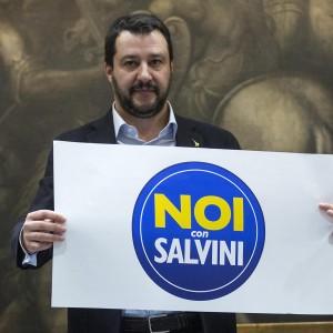 """Salvini presenta il Movimento per il Sud: """"Noi e i 'terroni' adesso abbiamo nemici comuni: Euro e immigrati"""""""