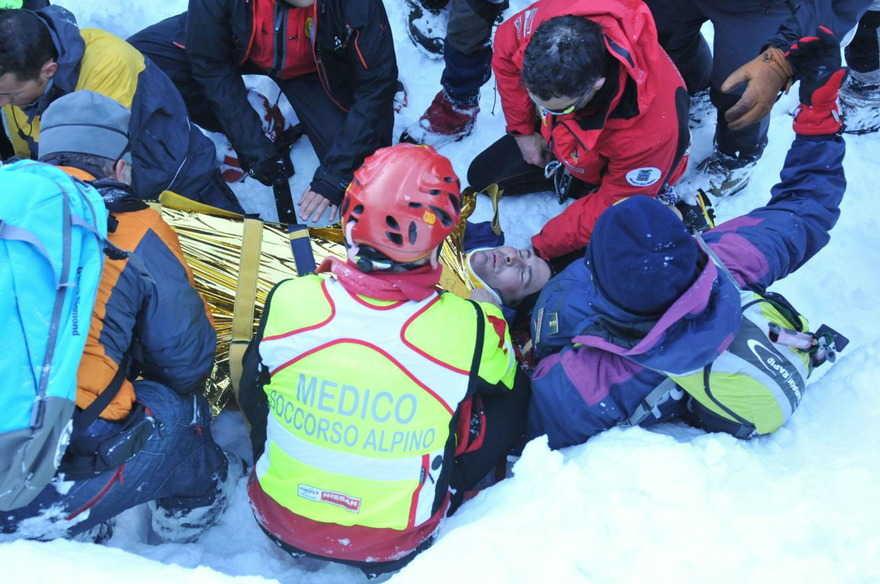 Gran Sasso, nuova tragedia sulla neve: due alpinisti travolti da una valanga. Uno era una guida specializzata