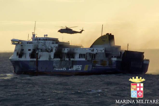 """Incendio sulla Norman Atlantic, evacuati tutti i passeggeri. Il bilancio è di cinque vittime. Il sindaco di Bari: """"I naufraghi stanno tutti bene"""""""