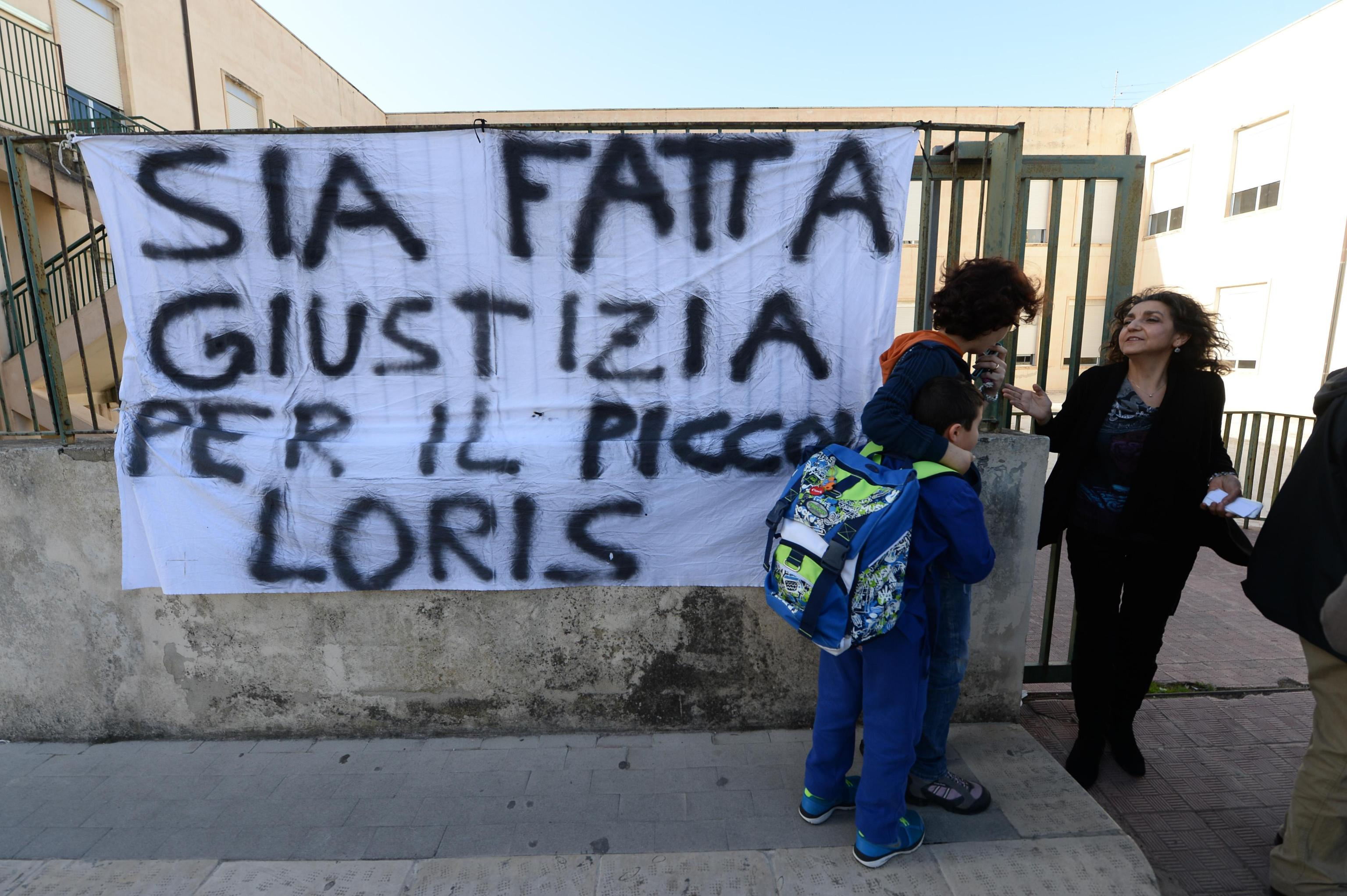 Omicidio di Ragusa, il piccolo Loris ucciso con una fascetta da elettricista. Continuano i dubbi sulla versione della mamma