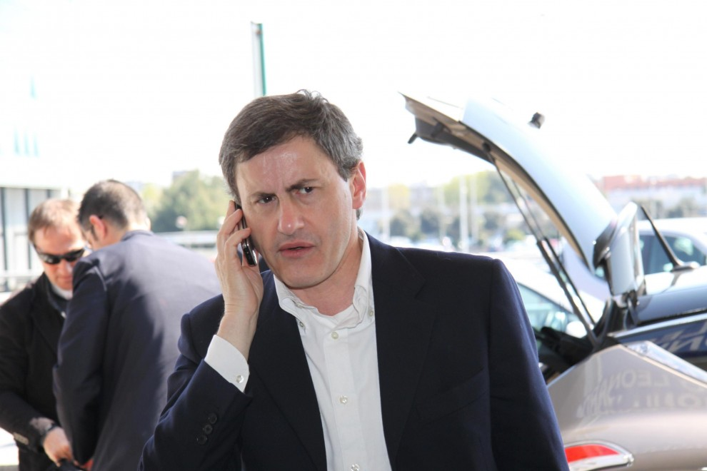 """Mafia-Capitale, """"Alemanno ha fatto quattro viaggi in Argentina con valigie piene di soldi"""". La procura: """"Nessun riscontro"""""""