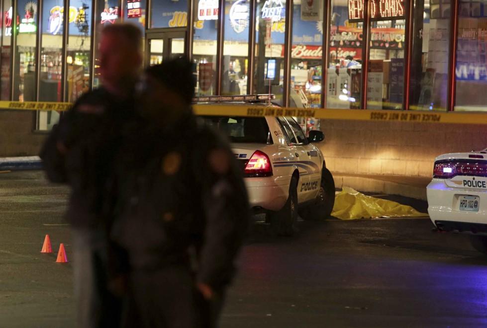 """America, ancora un giovane di colore ucciso da un agente. Il poliziotto: """"Mi ha puntato una pistola contro"""""""