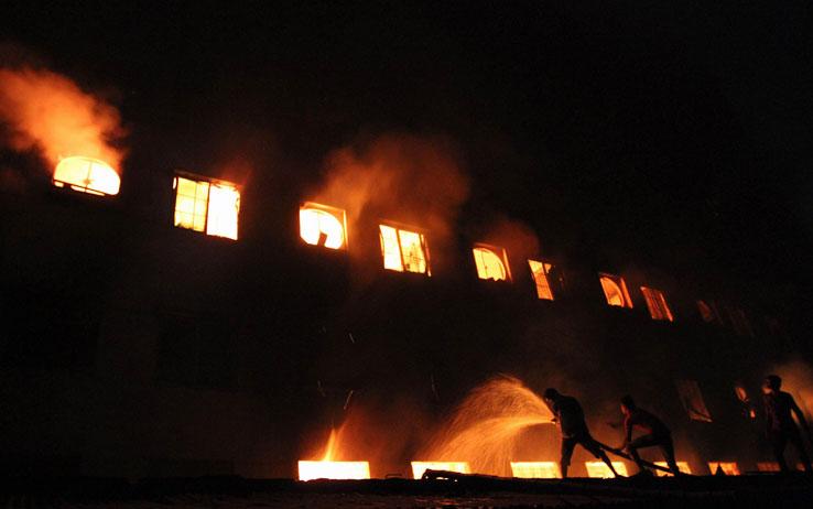 Salerno, due donne morirono nella sua fabbrica in un incendio, arrestato l'imprenditore accusato di omicidio