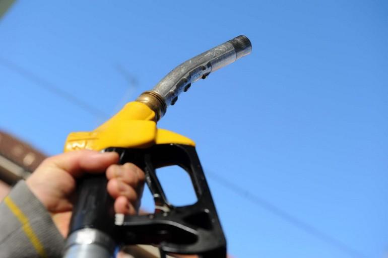 Scende il costo del petrolio, forti ribassi sul prezzo di benzina, diesel e gpl