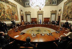 Governo, si discute il Cdm 'Natalizio', si parlerà di Jobs act, delega fiscale e decreto sull'Ilva di Taranto