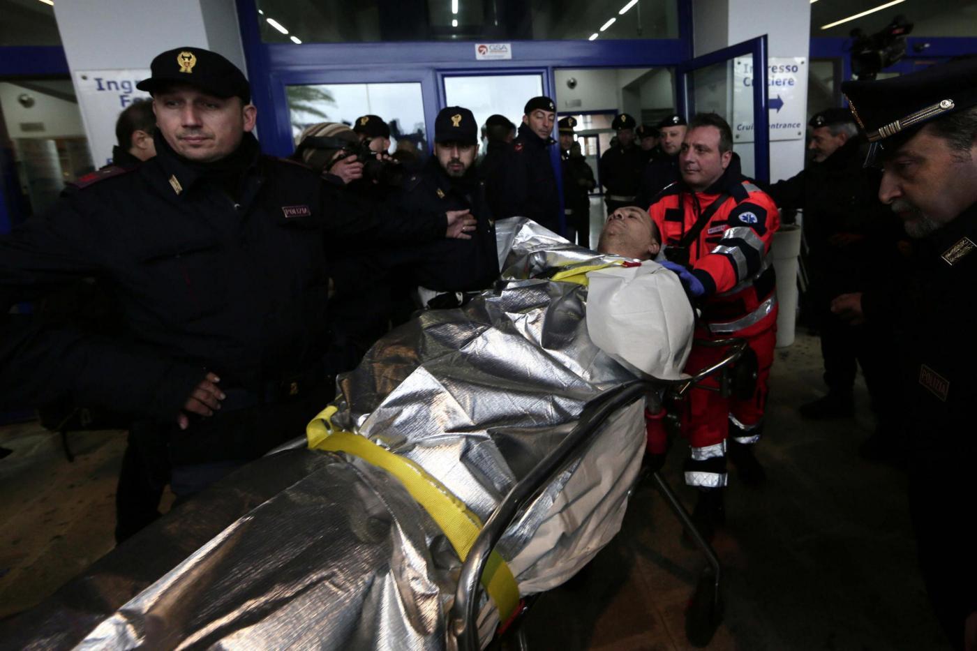 Incendio sulla Norman Atlantic, recuperati i corpi di due dei quattro camionisti italiani dispersi. Morti anche due marinai albanesi. Il totale delle vittime sale a 12