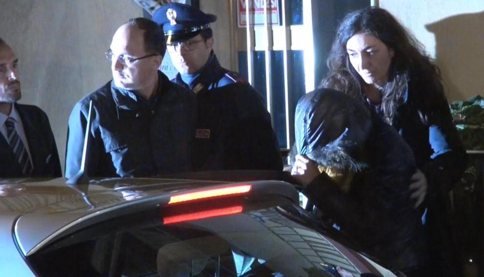 """Omicidio di Ragusa, arrestata la mamma del piccolo Loris. Il padre: """"Se è stata lei mi crolla il mondo addosso"""""""