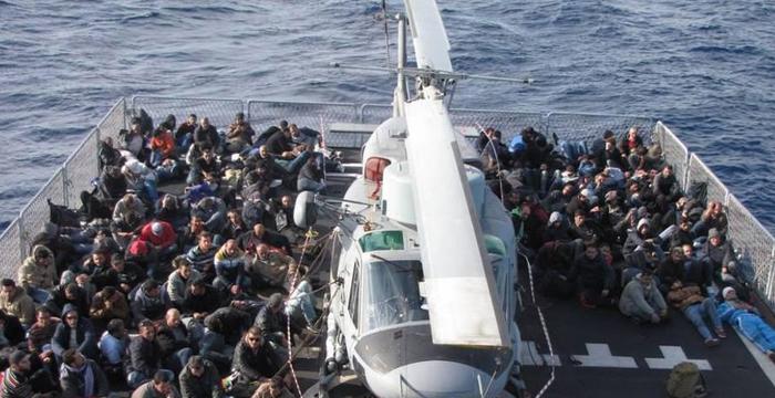 Canale di Sicilia, circa 900 migranti sono stati portati in salvo dalla Marina Militare. Altri 400 migranti invece arriveranno a Pozzallo, nel Ragusano