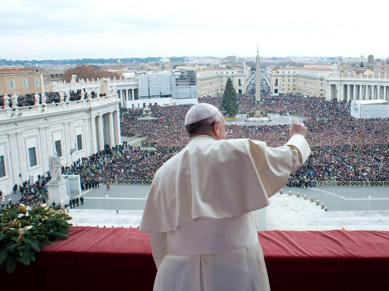 """Urbi et Orbi di Papa Francesco: """"Troppe lacrime in questo Natale, insieme alle lacrime di Gesù Bambino. Dobbiamo trasformare l'odio in tenerezza"""""""