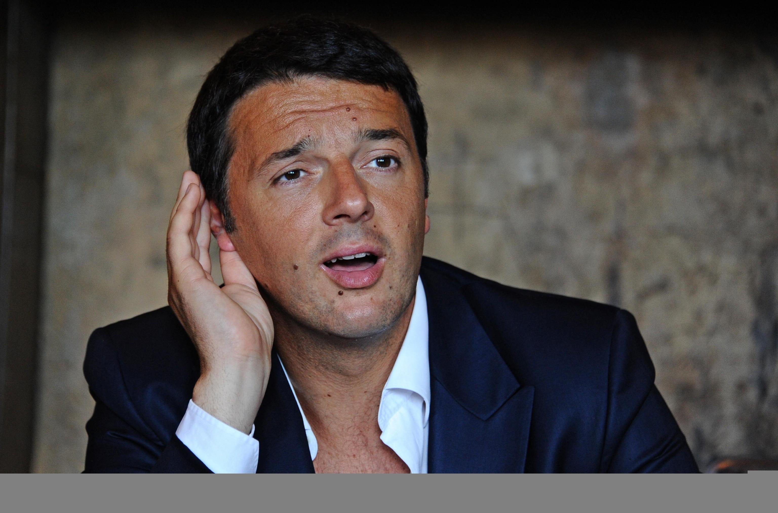 """Renzi contro i critici su twitter: """"Si arrenderanno di fronte alla realtà"""". Sacconi: """"Estendere il Jobs Act anche al pubblico impiego"""""""