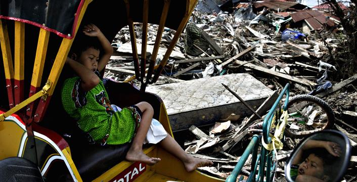 Indonesia, cortei e preghiere per ricordare le 230 mila vittime dello tsunami di 10 anni fa