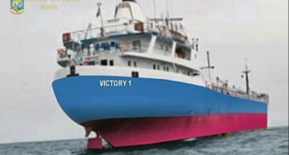 La truffa della nave fantasma, rifornita con milioni di litri di gasolio ma era naufragata da un anno: arrestati 3 ufficiali della Marina