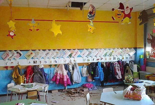 Milano, cade l'intonaco in una scuola materna, sei bambini feriti