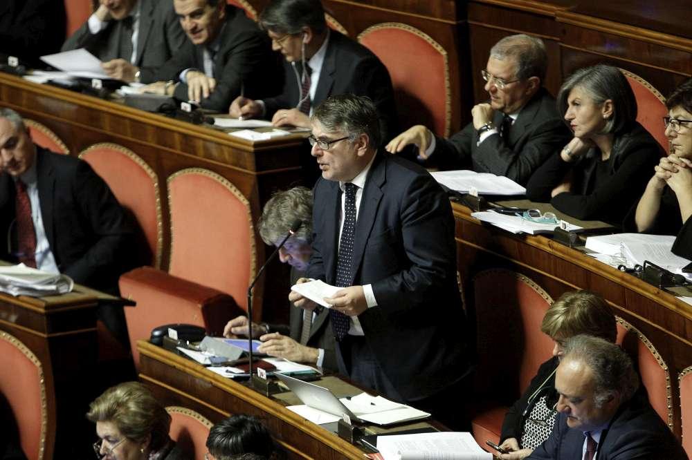 L'Italicum spacca il Pd. Renzi batte la minoranza interna e 'nasce' una nuova maggioranza: il testo passa al Senato grazie ai voti di Forza Italia