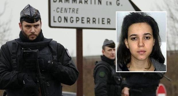 Francia, uccisi 3 terroristi in un doppio blitz. Morti anche quattro ostaggi, caccia alla donna che faceva parte del gruppo di fuoco