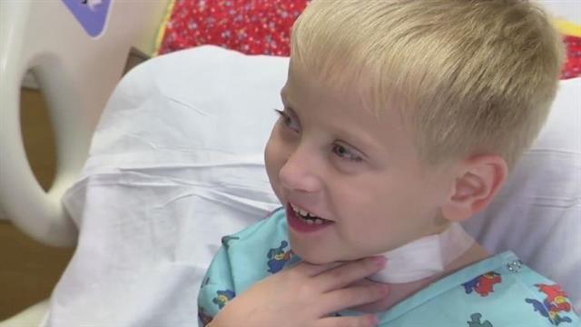 Arizona, dopo 65 operazioni il piccolo Emmett Rauch torna a respirare. Aveva ingoiato una batteria