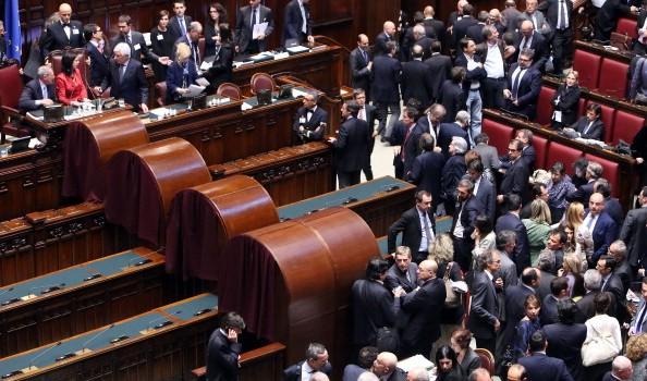 Presidenza della Repubblica, alle 15.00 la prima votazione. Il Pd indica Mattarella come unico candidato. Forza Italia dice No