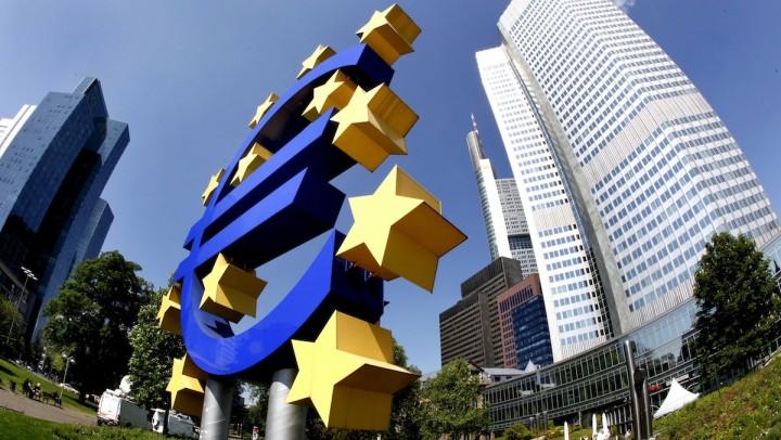 """Francoforte, la Bce presenta il piano per spingere la crescita in tutta l'eurozona: """"Verranno acquistati 1000 miliardi di titoli governativi"""""""