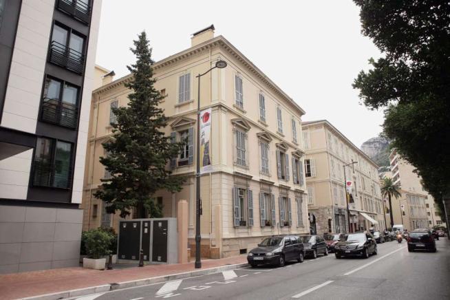 Montecarlo, la casa dello scandalo: Giancarlo Tulliani, cognato di Fini, la sta vendendo a 1.6 milioni di euro. Era stata donata ad Alleanza Nazionale da una militante
