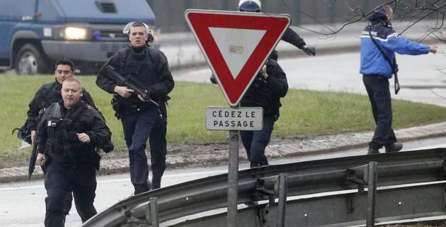 Francia, gli attentatori di Charlie Hebdo coinvolti in una nuova sparatoria. Si parla di 2 morti e 20 feriti. Alcune persone sono in ostaggio