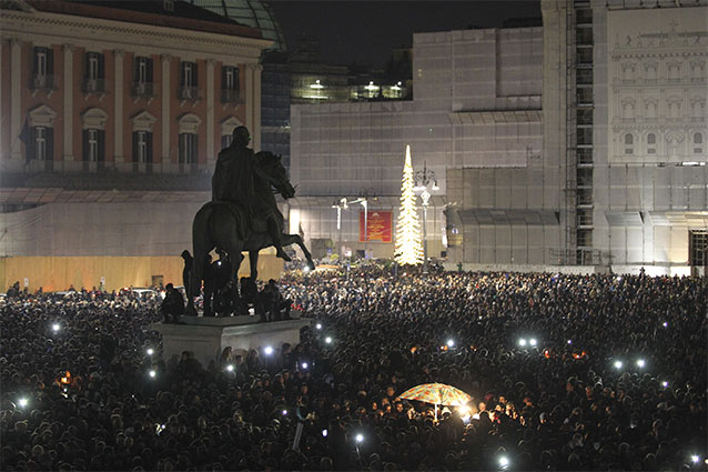 Pino Daniele, a Roma il primo dei due funerali del cantautore, il secondo in serata a Napoli. La Procura di Roma indaga per omicidio colposo