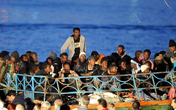 """Corigliano Calabro, sbarcati altri 400 migranti siriani. L'Europa: """"La lotta all' immigrazione è diventata la nostra priorità"""""""