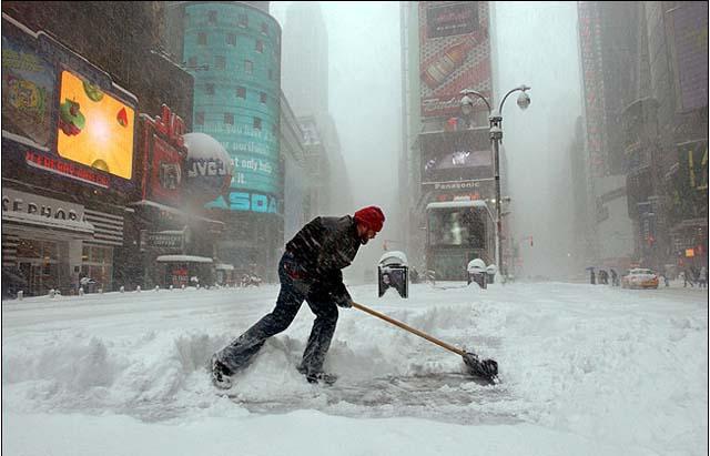 """Mal tempo a New York, il sindaco De Blasio allerta i cittadii: """"Sta per arrivare la più grande tempesta di neve della storia, una cosa mai vista"""""""