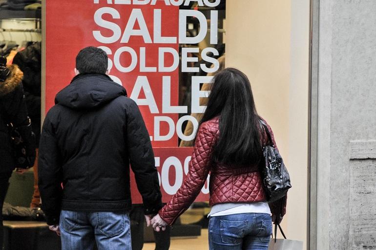 """Saldi 2015, gli acquisti non decollano. Codacons: """"Registriamo un calo delle vendite del 5% rispetto all'anno scorso"""""""