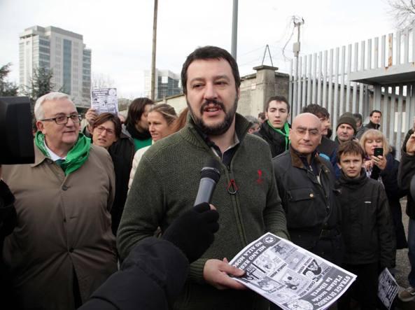 """Milano, presidio antimoschea della Lega. Salvini: """"Nel nome dell'Islam ci sono milioni di persone pronti a sgozzare e a uccidere. Anche in Italia"""""""