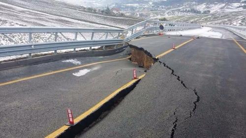 """Termini Imerese, la Procura sequestra gli atti del viadotto crollato dopo 4 giorni dall'inaugurazione. Renzi: """"Vogliamo il nome del colpevole"""""""
