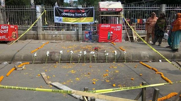 Bangladesh, Avijit Roy, oppositore dei gruppi islamici radicali, è stato ucciso a colpi di macete