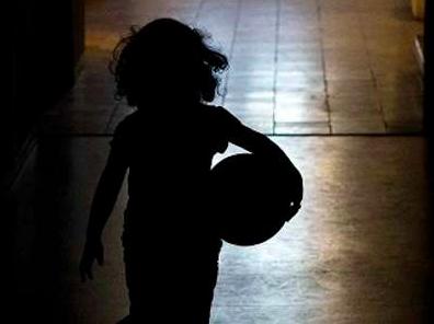 Messina, fermata la compravendita di un bambino di 8 anni. Arrestati sei italiani e due romeni