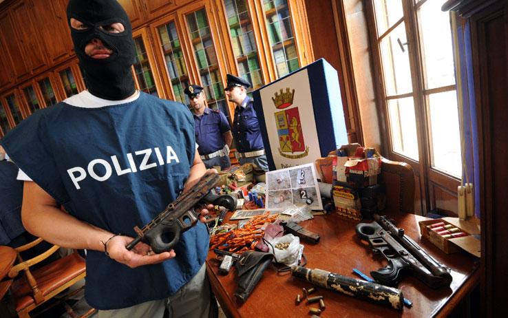 Antiterrorismo, il Governo approva una legge ad hoc: reclusione da tre a sei anni per chi si arruola in organizzazioni terroristiche, da 5 a 10 anni per i lupi solitari
