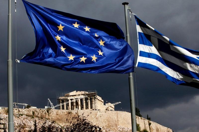 """Grecia, arriva la richiesta ufficiale all'Eurogruppo: """"Estensione di sei mesi degli aiuti internazionali"""". Domani arriverà la decisione di Bruxelles"""