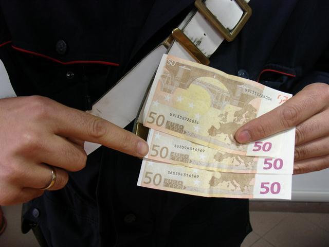 Banconote false, maxi sequestro a Napoli: trovati oltre 50 milioni in una cantina di una abitazione