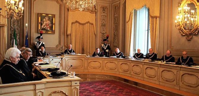"""Mattarella saluta la Corte Costituzionale: """"Lascio il mio incarico a seguito della mia elezione a presidente della Repubblica"""""""