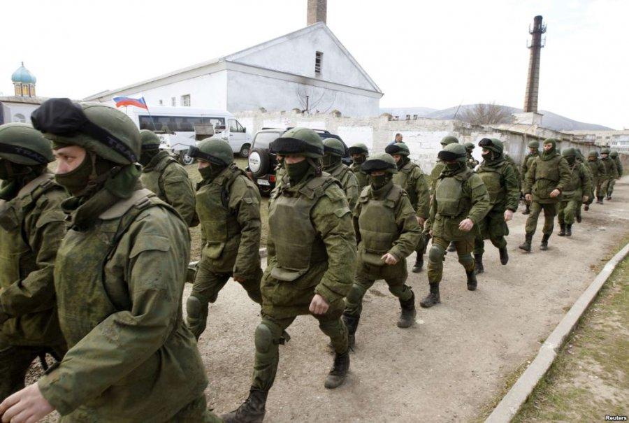 """Ucraina, le forze governative si ritirano da Debaltseve. L'America contro la Russia: """"Firma accordi e poi fa tutto il possibile per minarne la riuscita"""""""