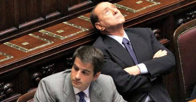 """Forza Italia alla resa dei conti, Berlusconi contro Fitto: """"O fa la minoranza o va fuori"""". La replica: """"""""Io per aiutare Forza Italia, andrò avanti con l'iniziativa dei Ricostruttori"""""""