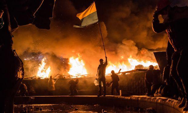 """Questione Ucraina, dure le parole di Hollande: """"Se non si trova un accordo, l'unica strada è la guerra"""""""