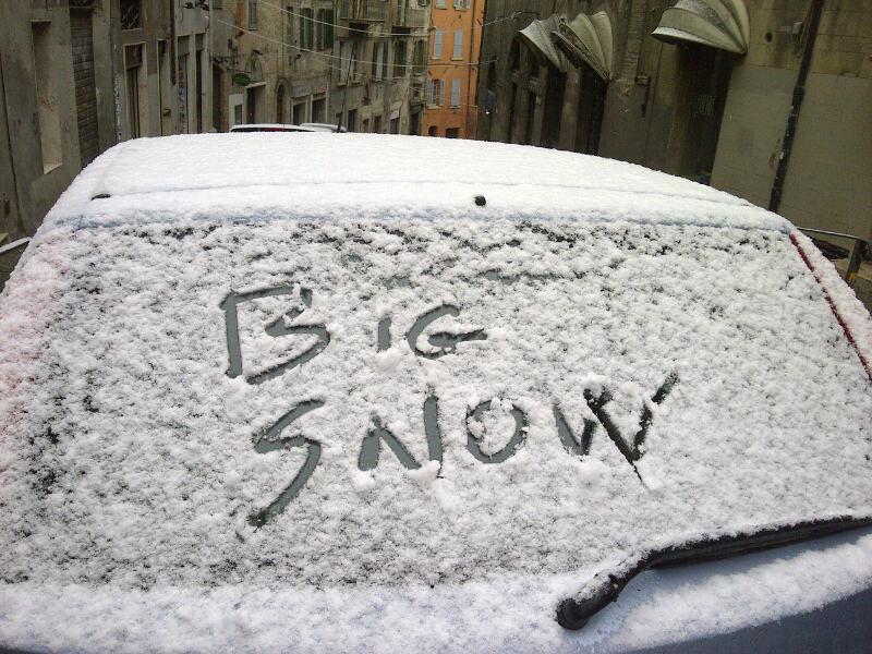 Maltempo, l'arrivo di 'big snow' mette in ginocchio l'Italia: strade chiuse e treni cancellati al nord, a Napoli bloccate le partenze per le isole