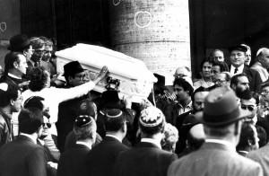 Quirinale, nel suo discorso Mattarella ricorda Stefano Taché, il bambino rimasto ucciso nell' attacco terroristico alla Sinagoga di Roma nell'ottobre del 1982″
