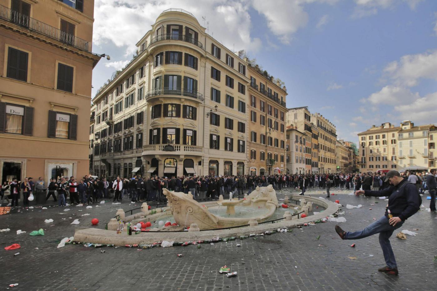 """Scontri a Roma, Marino lancia una proposta di raccolta fondi per riparare i danni: """"Un'amichevole Olanda-Italia da giocare a Rotterdam"""""""